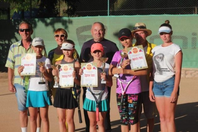 Прошел турнир между теннисистами Севастополя и Ялты