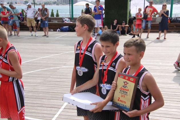 Самое жаркое баскетбольное событие лета. Кубок по стритболу 3х3 в яхт-клубе «Юг»