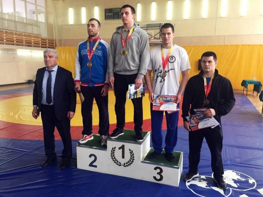 Два севастопольских борца оформили путевки на чемпионат России